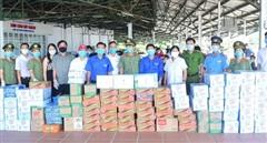 Công an tỉnh Thừa Thiên Huế góp sức hỗ trợ CBCS tuyến đầu chống dịch