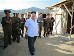 Nhà lãnh đạo Triều Tiên thị sát ngôi làng bị lũ lụt ở Bắc Hwanghae