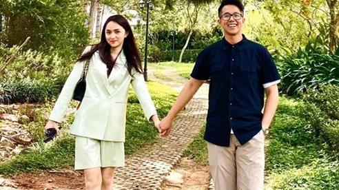 Loạt ảnh tình tứ của Hương Giang và doanh nhân người Singapore