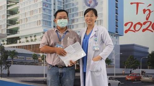 Xúc động lời nữ bác sĩ nhắn chồng ra Đà Nẵng chống dịch COVID-19: 'Hai con em sẽ lo, mong anh 2 chữ bình an trở về'