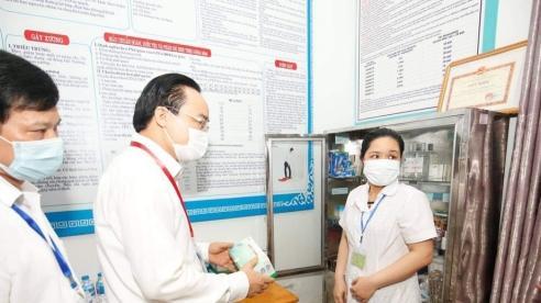 Bộ GD-ĐT Phùng Xuân Nhạ trực tiếp kiểm tra việc chuẩn bị cho kỳ thi tốt nghiệp THPT