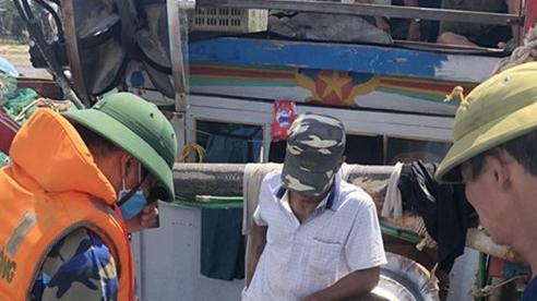 Tạm giữ 11 tàu cá khai thác thủy sản trái phép