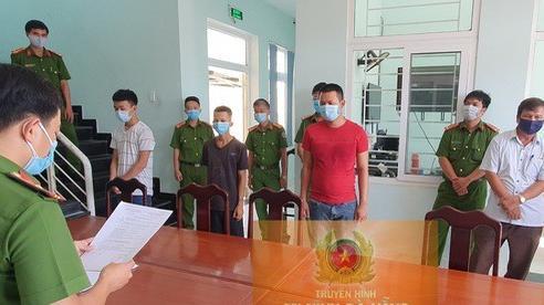 Đà Nẵng: Bị nhắc nhở xây dựng trái phép mùa dịch, 5 người vác gạch chống trả công an