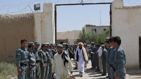 Afghanistan trả tự do cho hàng trăm tù nhân Taliban