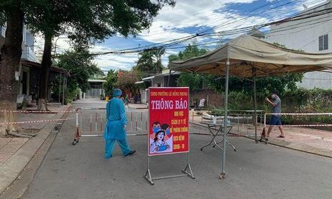 Cán bộ thứ 4 ở Thanh Hóa bị đình chỉ do lơ là chống dịch