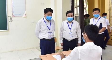 Chủ tịch TP.Hà Nội xuống điểm thi động viên thí sinh