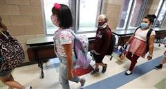 Hơn 97.000 trẻ em tại Mỹ nhiễm COVID-19