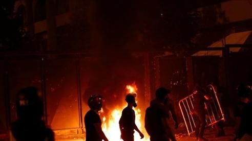 Bất ổn ở Beirut dâng cao, lửa cháy rực thành phố