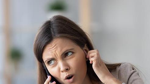 Chúng ta đã bắt đầu thói quen nói 'alô' khi nghe điện thoại từ khi nào?