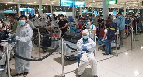 Hơn 300 người Việt từ Hàn Quốc và Canada về nước