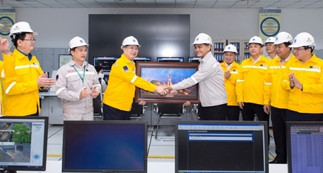Đồng chí Trần Quốc Vượng thăm cụm công nghiệp Khí Điện Đạm Cà Mau