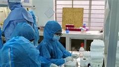 Bên trong khu vực 'đầu não' - nơi hàng chục nhân viên truy tìm virus SARS-CoV-2 tại Đà Nẵng
