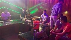 Đà Nẵng: Bắt 'động lắc' karaoke trong Không Gian Xưa