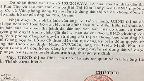 UBND Thị xã Phú Thọ 'lúng túng' khi làm thủ tục sang tên sổ đỏ cho công dân