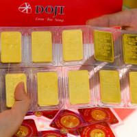 Giá vàng thế giới chiều 11/8 mất mốc 2.000 USD/ounce, trong nước lao dốc không phanh