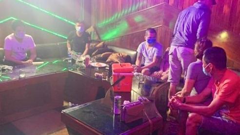 Tin tức pháp luật trong ngày: Cảnh sát đột kích bất ngờ, 'hốt gọn' 24 nam nữ phê ma túy trong phòng karaoke ở Đà Nẵng
