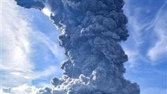 Cảnh tượng núi lửa phun trào, tro bụi bốc cao tận 5000 m ở Indonesia