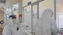 Bên trong khoa cấp cứu bệnh nhân nhiễm COVID-19 ở tâm dịch Đà Nẵng