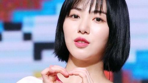 Mina diện trang phục nhạt nhòa nhất AOA, bằng chứng của việc bị đối xử bất công?