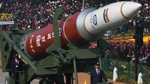 Loạt sức ép buộc Ấn Độ đưa sản xuất quốc phòng trở lại sân nhà