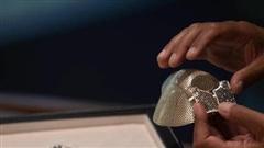 Chống COVID-19, doanh nhân Trung Quốc đặt mua chiếc khẩu trang làm bằng vàng đắt nhất trên thế giới