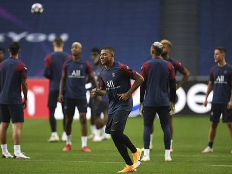 Mbappe cùng đồng đội hào hứng tập luyện trước trận gặp Atalanta
