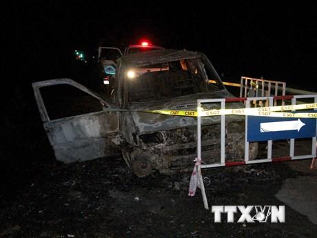 Ôtô 7 chỗ bất ngờ phát nổ, bốc cháy dữ dội khi đang lưu thông