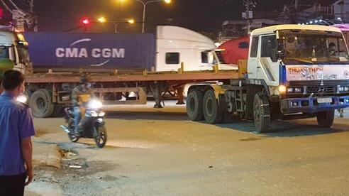 3 mẹ con bán vé số gặp nạn dưới bánh xe container, bé 2 tuổi tử vong thương tâm