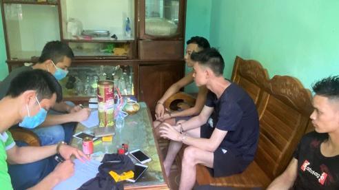 Xây 'boong-ke' trên đồi có camera giám sát để sống với bồ trẻ và buôn bán ma túy