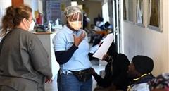 Nam Phi điều tra việc mua sắm thiết bị y tế chống COVID-19
