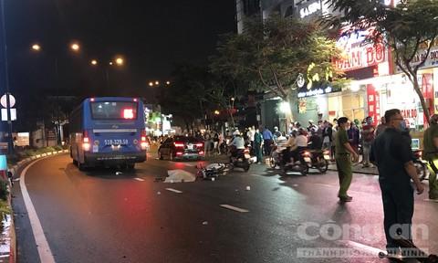 Xe buýt ở Sài Gòn cán chết một người đàn ông lớn tuổi mặc đồ bảo vệ