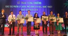 Tặng thưởng các tác phẩm lý luận, phê bình VHNT năm 2019