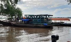 Chìm xuồng chở 5 người trên sông Tiền, 1 người mất tích