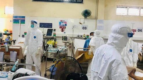 Một bệnh nhân Covid-19 chuyên bán hàng cho khách du lịch ở bãi biển Mỹ An
