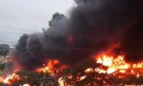 Đang cháy lớn tại KCN Yên Phong, khói lửa cuồn cuộn