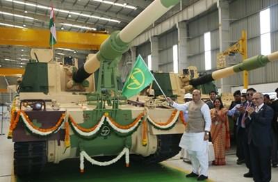 Ấn Độ tăng cường tự lực quốc phòng