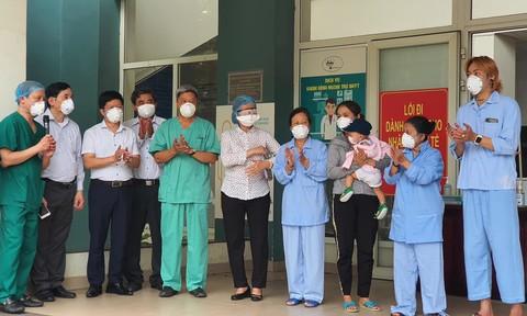12 bệnh nhân Covid-19 ở Quảng Nam và Đà Nẵng khỏi bệnh, có bé 1 tuổi