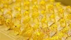 Thị trường vàng biến động điên đảo, dân ôm vàng hết mừng rỡ lại 'đau tim'