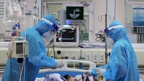 Bộ Y tế cử tiếp các giáo sư đầu ngành vào miền Trung