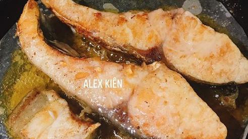 Không phải rắc muối hay bột, thêm thao tác này, chảo rán cũ và dính tới cỡ nào cũng không bị sát, thịt, cá vẫn thơm ngon, vàng rộm