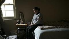 Bà mẹ nhập cư mắc kẹt trong nhà thờ hơn 900 ngày