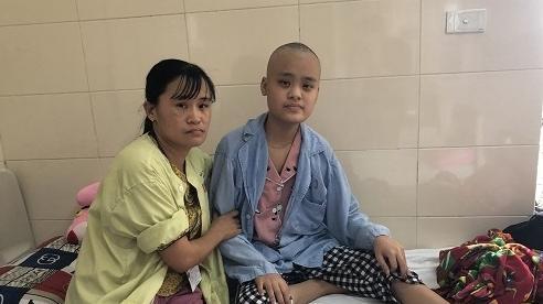 Mẹ nghèo khẩn cầu xin giúp 200 triệu đồng cho con gái thay xương