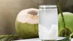 Những sai lầm khi uống nước dừa dễ 'rước họa vào thân'
