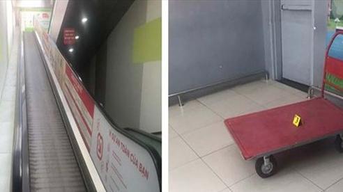 Xe đẩy chở hàng trên thang cuốn trượt xuống tông người phụ nữ tử vong