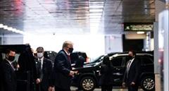 Ông Trump thăm em trai nằm viện ở New York
