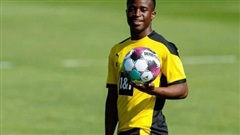 Dortmund cho 'thần đồng' Moukoko... nghỉ học