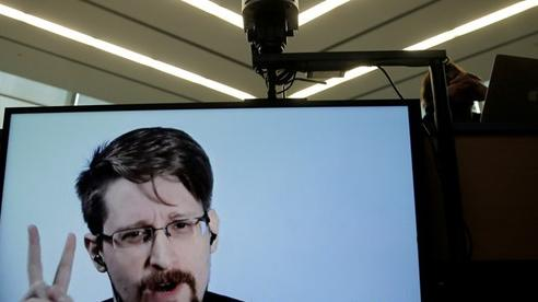 Ông Trump hứa xem xét việc ân xá cho Edward Snowden