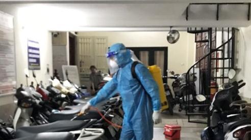 Phun khử trùng nơi có ca nghi nhiễm Covid-19 tại Hà Nội