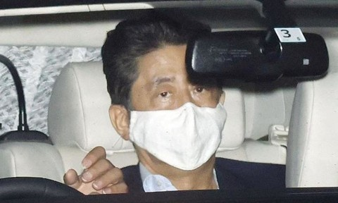 Thủ tướng Nhật rời bệnh viện sau cuộc kiểm tra y tế hơn 7 giờ đồng hồ