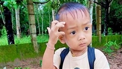 Bị bỏ quên trên xe buýt của nhà trường, bé trai 2 tuổi tử vong thương tâm